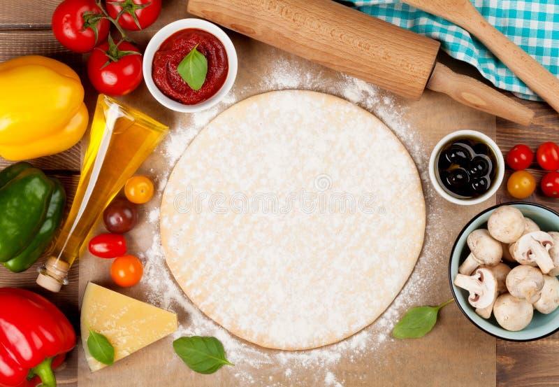 Пицца варя ингридиенты стоковое фото