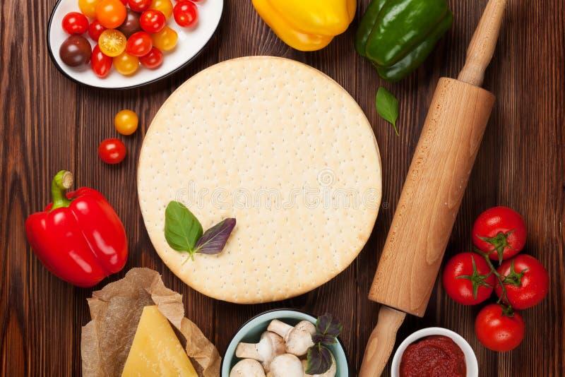 Пицца варя ингридиенты стоковые фотографии rf