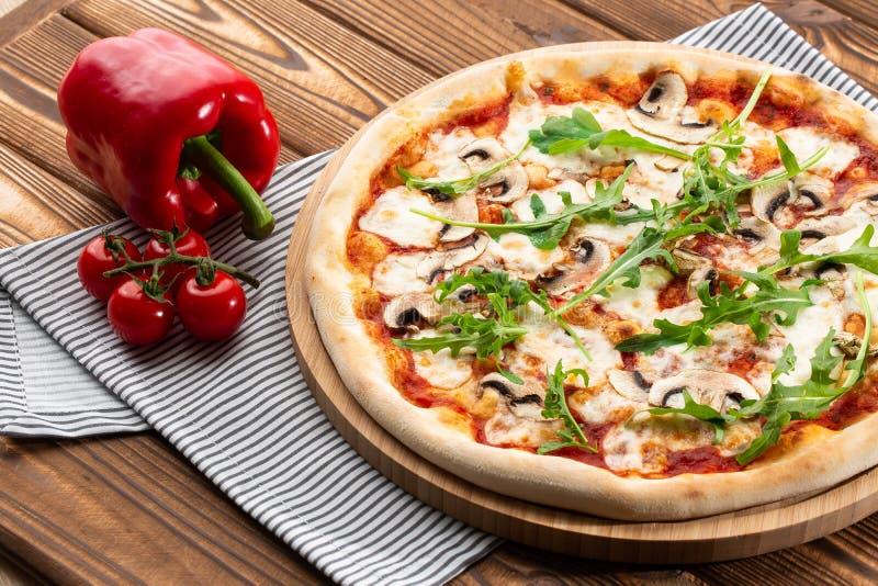 Пицца грибов r стоковое изображение