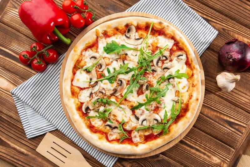 Пицца грибов r стоковая фотография rf