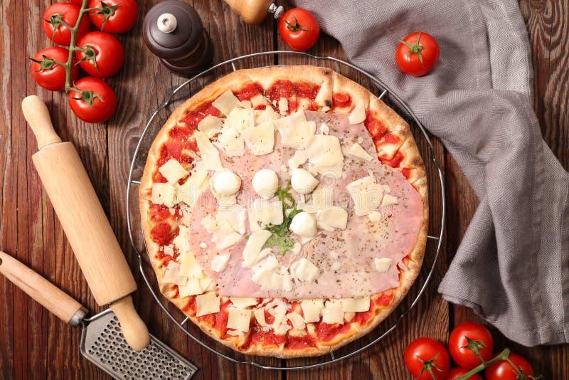 Пицца и ингридиент стоковая фотография rf