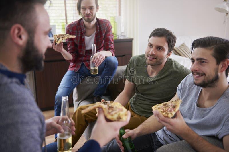 Пицца и пив стоковая фотография rf