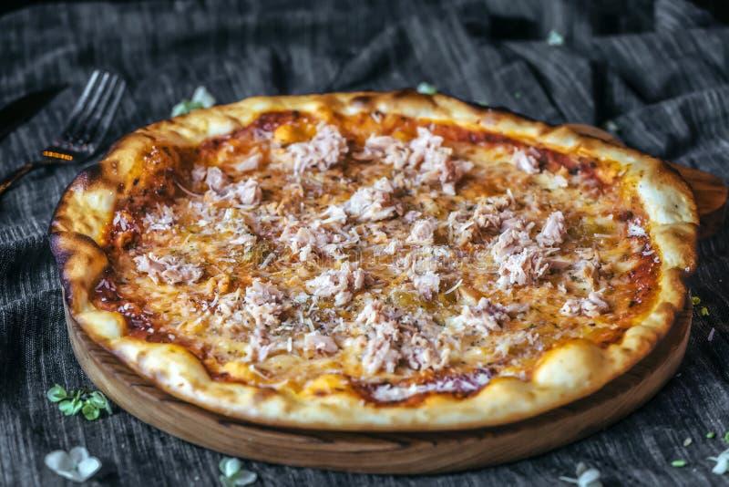 Пицца мяса тунца стоковые фотографии rf