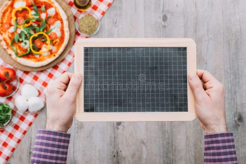 Пицца на ресторане стоковая фотография