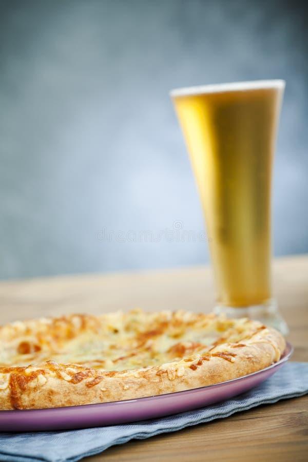 пицца пива стоковые фото