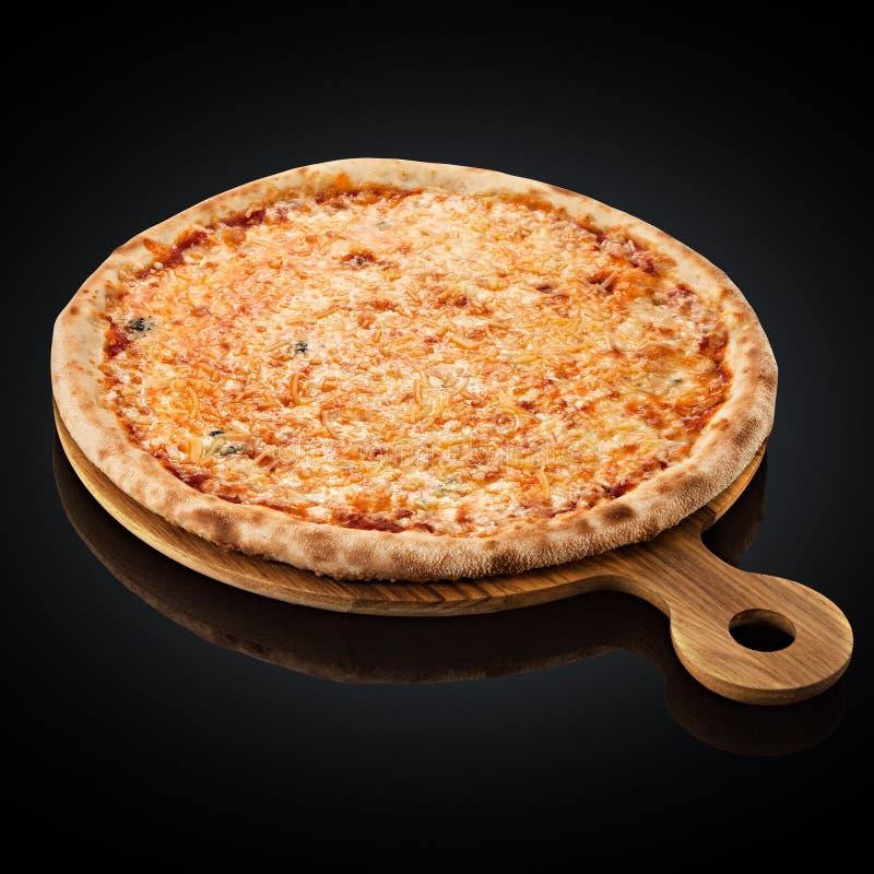 Пицца сыра 4, моццарелла, чеддер, сливк стоковые изображения