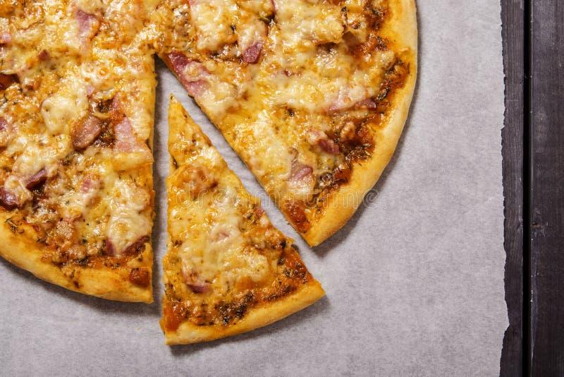 Пицца с беконом стоковые фото