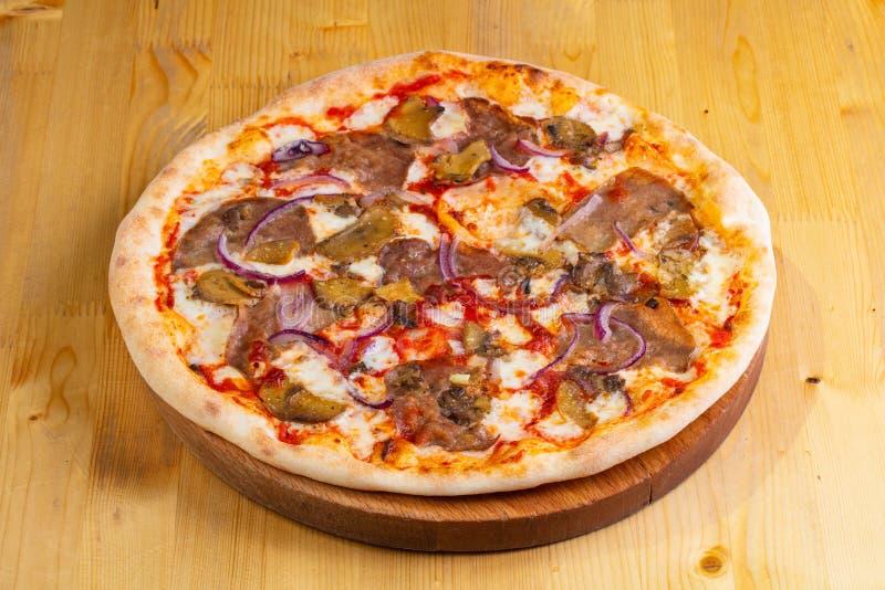 Пицца с говядиной стоковое изображение rf