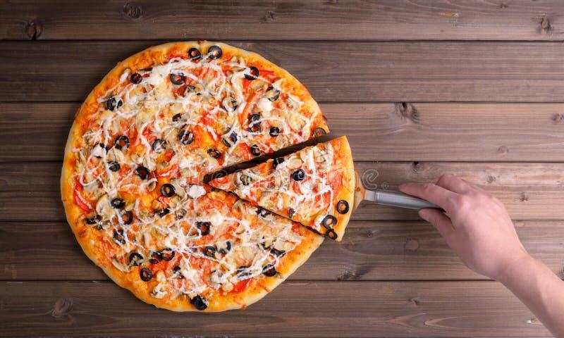 Пицца с затвором сыра и пиццы стоковое изображение rf