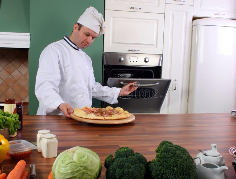 пицца шеф-повара стоковые изображения rf