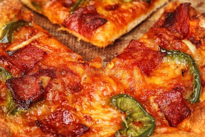 Download Пицца стоковое изображение. изображение насчитывающей конец - 37925331