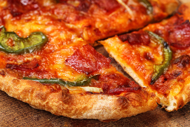 Download Пицца стоковое фото. изображение насчитывающей mozzarella - 37925336