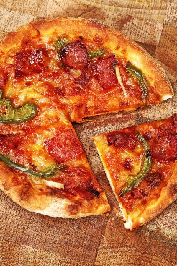 Download Пицца стоковое изображение. изображение насчитывающей сердечно - 37925505