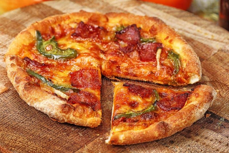 Download Пицца стоковое изображение. изображение насчитывающей паприка - 37928025