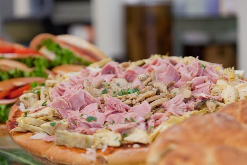 Download Пицца стоковое фото. изображение насчитывающей кафе, счетчик - 41660620