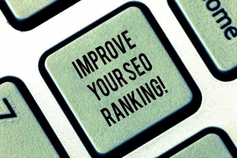 Пишущ показ примечания улучшите вашу ранжировку Seo Showcasing фото дела получает лучшим улучшает в поисковой системе стоковое изображение rf