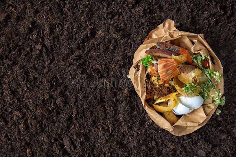 Пищевые отходы компост от пищевых отходов контроль за состоянием окружающей среды стоковое фото rf