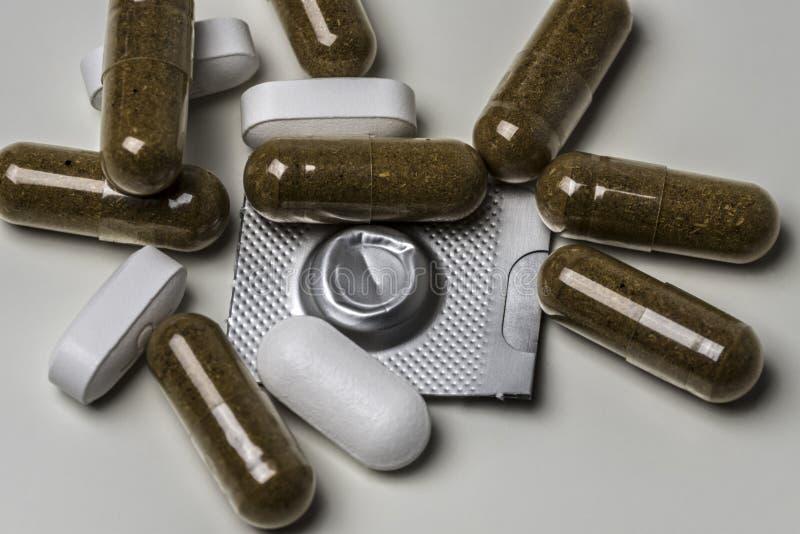 Пилюльки и таблетки стоковое фото rf