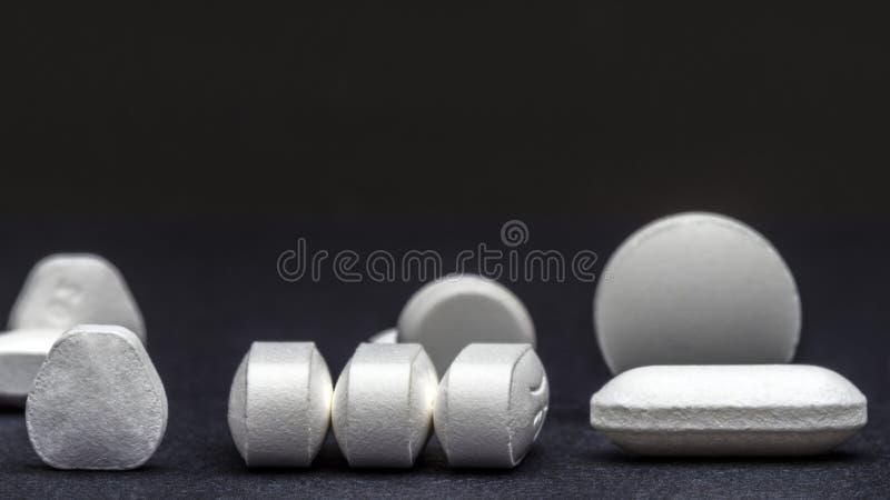 Пилюльки и таблетки стоковая фотография