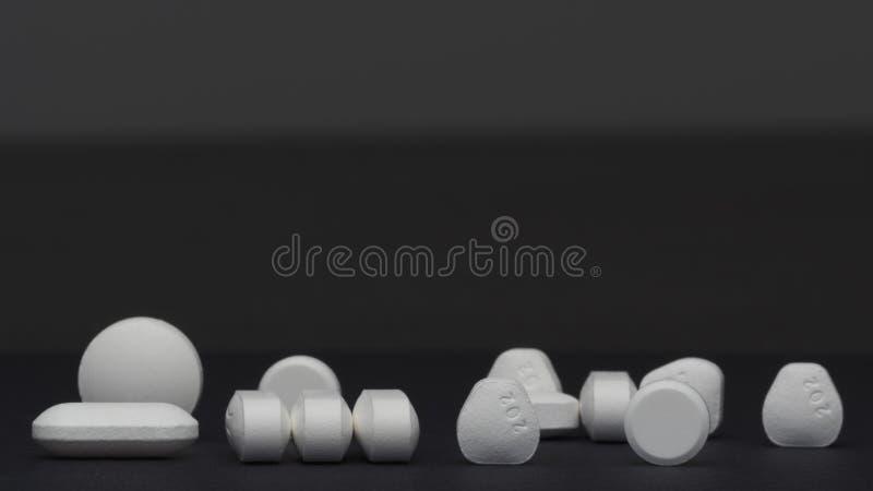 Пилюльки и таблетки стоковая фотография rf
