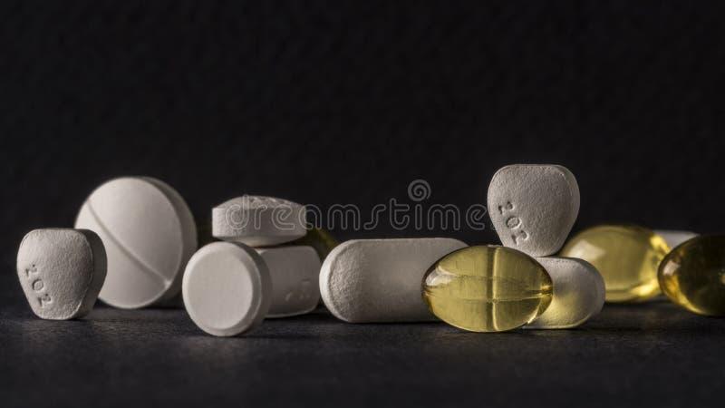 Пилюльки и таблетки стоковые фотографии rf
