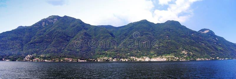 Плавание на озере Como, взгляде панорамы Ломбардия, Италия стоковые фотографии rf