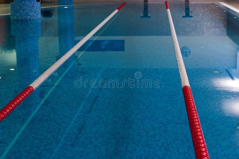 Плавательный бассеин спорта стоковое изображение