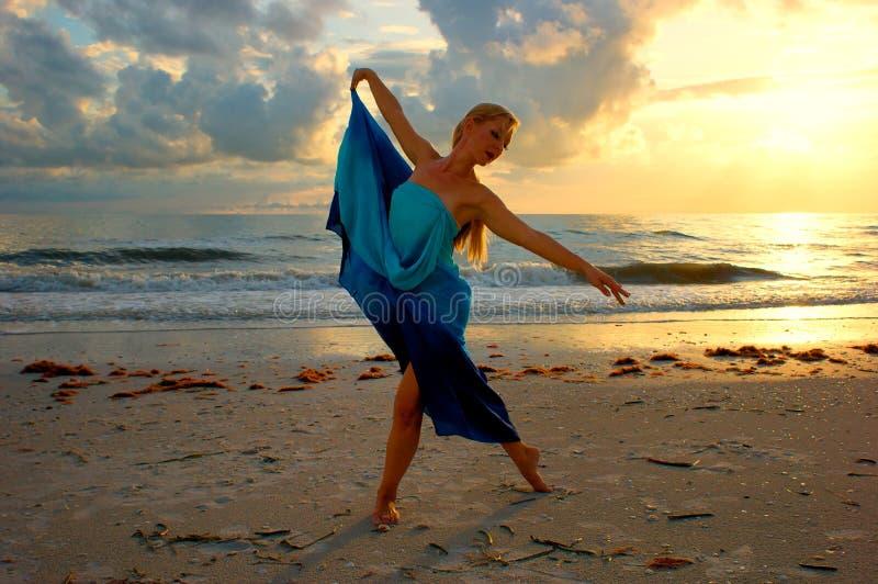 плавать пляжа стоковая фотография
