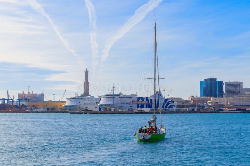 Плавать регата яхты классическая Плавающ на яхте в гавани Генуи, Италия стоковые изображения