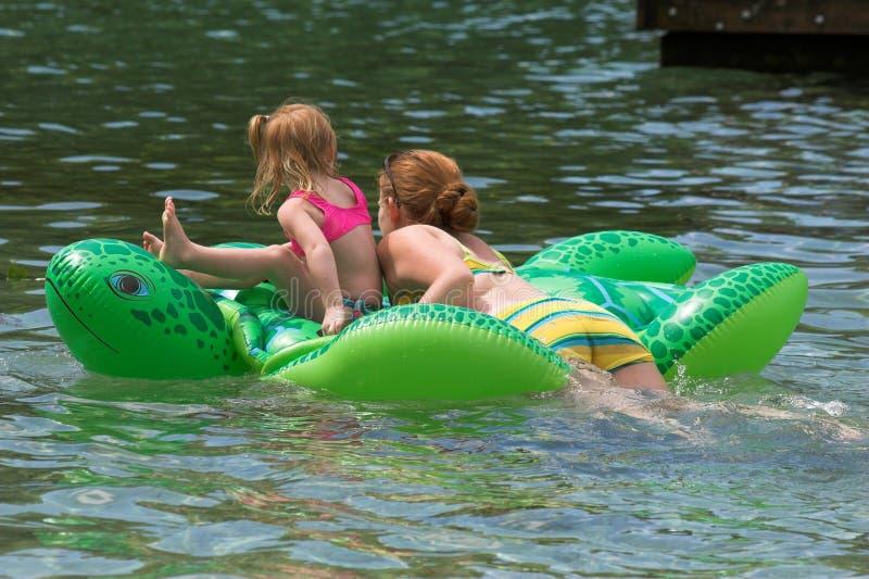 плавать совместно стоковое фото