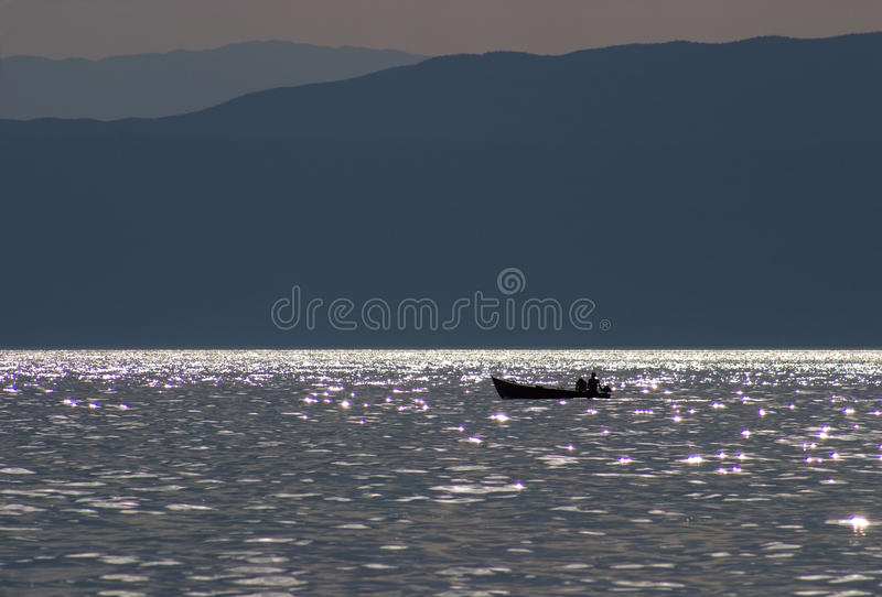 плавать сумрака шлюпки стоковое изображение rf