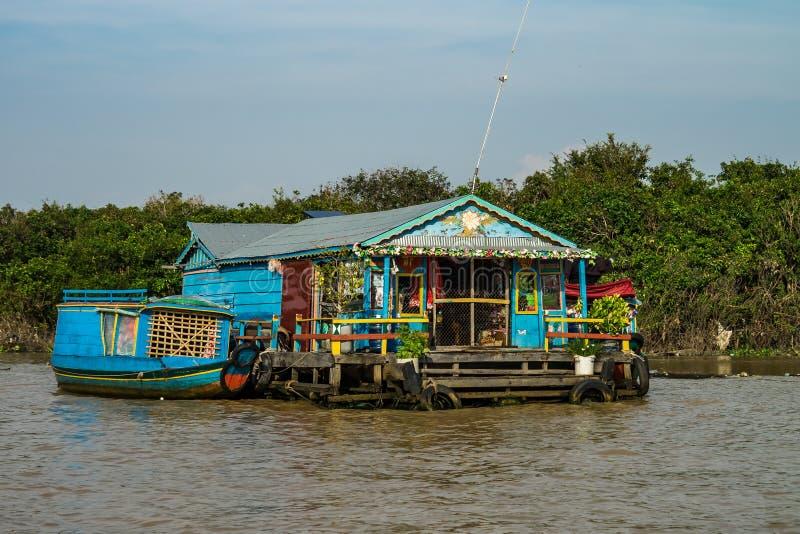 Плавая деревня, Камбоджа, сок Tonle, остров Rong Koh стоковые фотографии rf