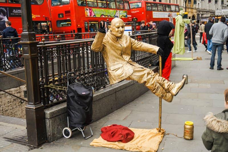 Плавая человек, художник улицы стоковые изображения rf