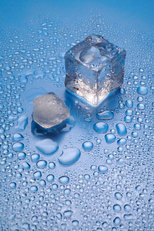 плавить льда предпосылки голубой стоковое фото