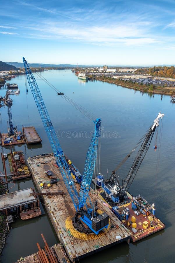 Плавучие краны в Портленде, Орегоне стоковое фото