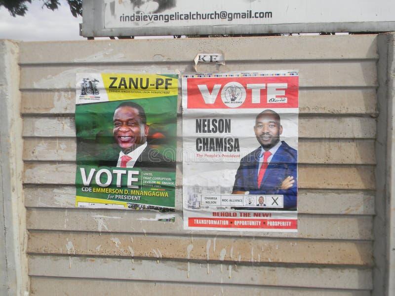 Плакаты избирательной кампании в Зимбабве стоковые фотографии rf