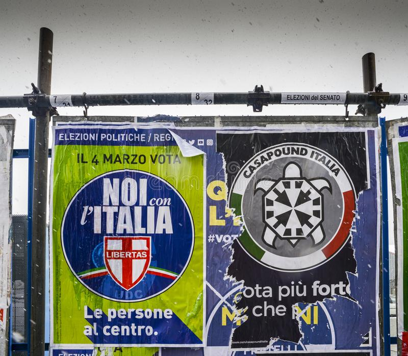 Плакаты избрания на афише впереди итальянских всеобщих выборов, который нужно держать 4-ого марта 2018 - CasaPound Италия нео стоковое изображение rf