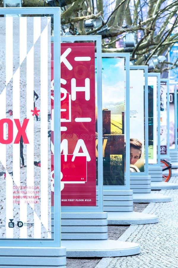 Плакаты рекламируя предстоящие фильмы во время Berlinale 2018 стоковые фотографии rf