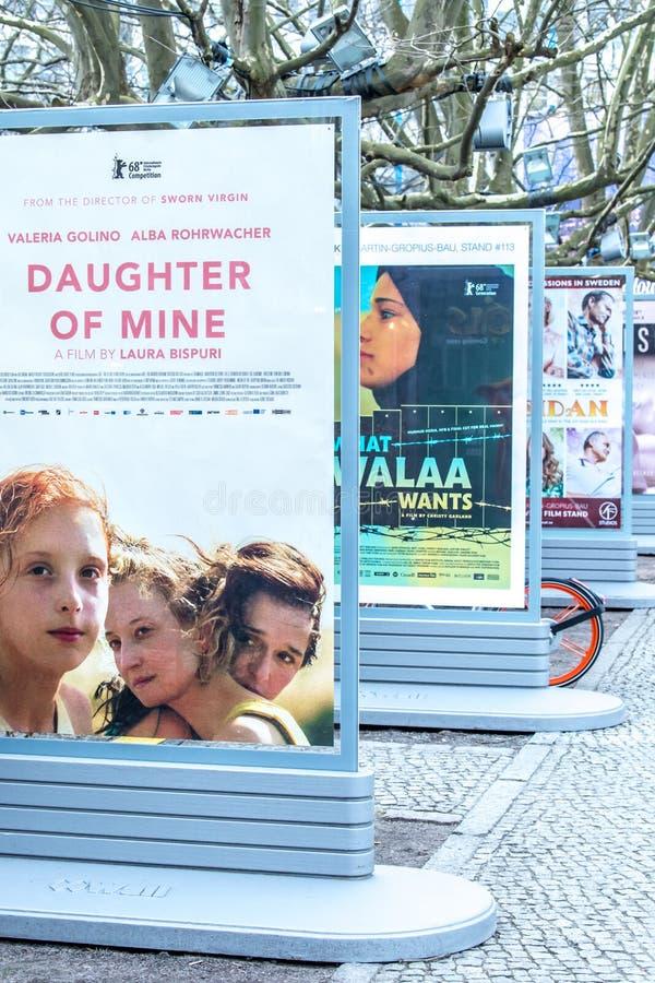 Плакаты рекламируя предстоящие фильмы во время Berlinale 2018 стоковое фото rf