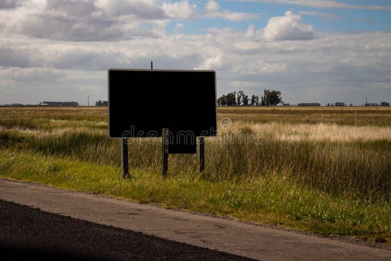 Плакат на краю маршрута Ландшафт страны стоковые изображения rf