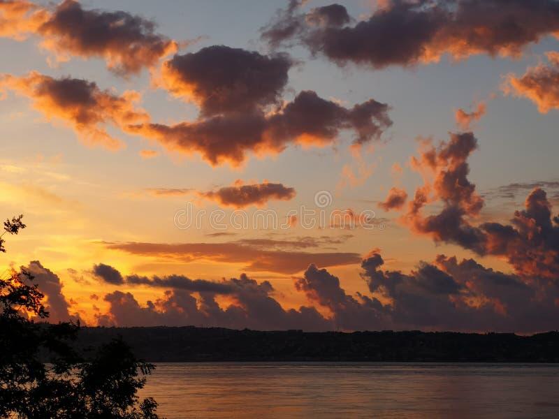 пламенистый заход солнца стоковое фото