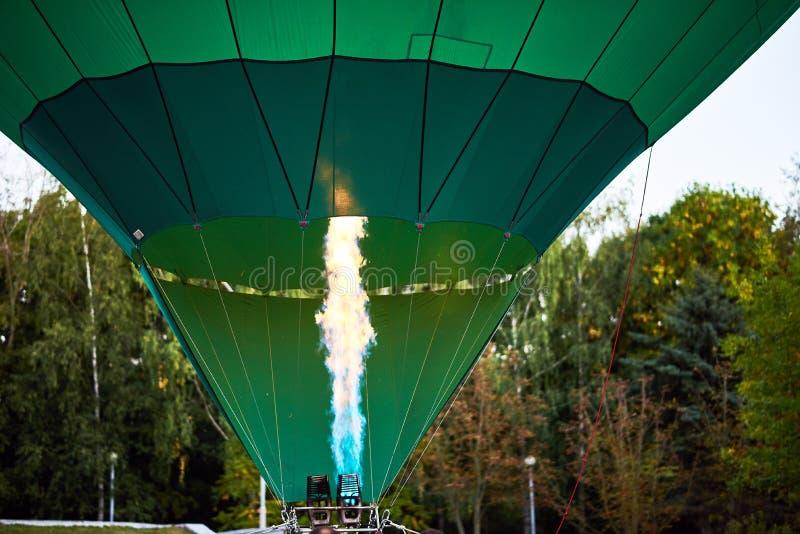 Пламя внутри купола воздушного шара стоковое фото