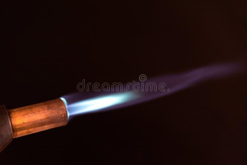 Пламя паяльной лампы голубое стоковое фото