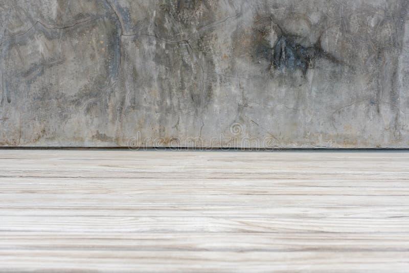 Планка бетонной стены и древесины Grunge справляется перспектива предпосылки стоковое фото