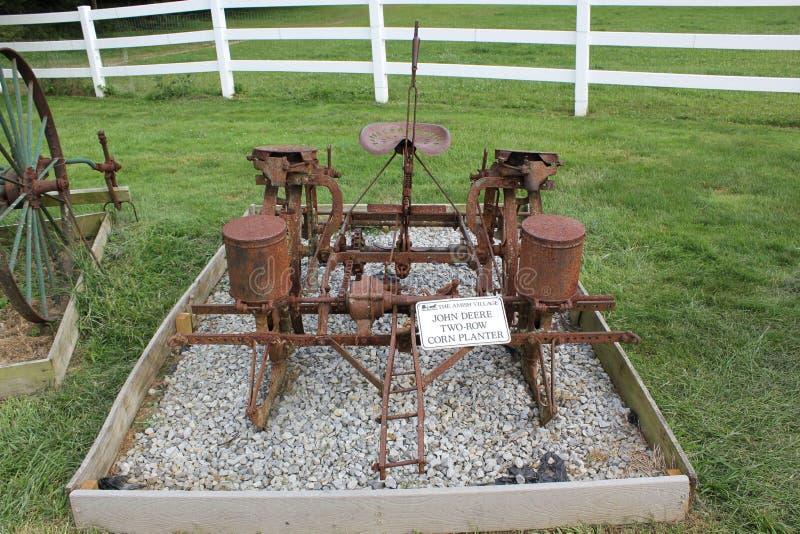 Плантатор мозоли - подвергать механической обработке сельского хозяйства показанный на деревне Амишей стоковое изображение rf