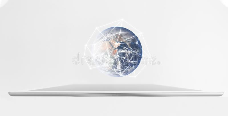 Планшет цифров с hologram глобальной вычислительной сети Технология сети и умная технология Элемент этого изображения поставлен N бесплатная иллюстрация