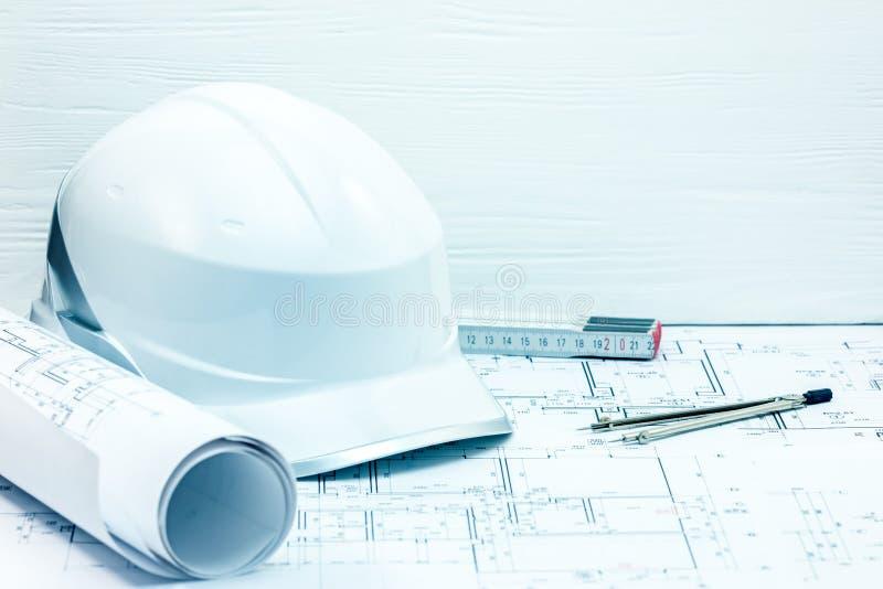 Планы проекта инженерства, светокопии, защитный шлем, foldin стоковые фотографии rf