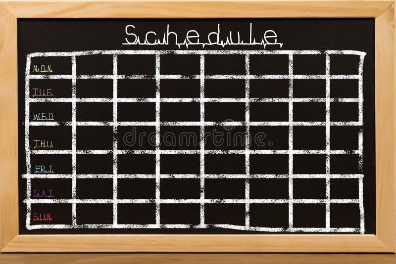 План-график на черной предпосылке доски стоковые фотографии rf
