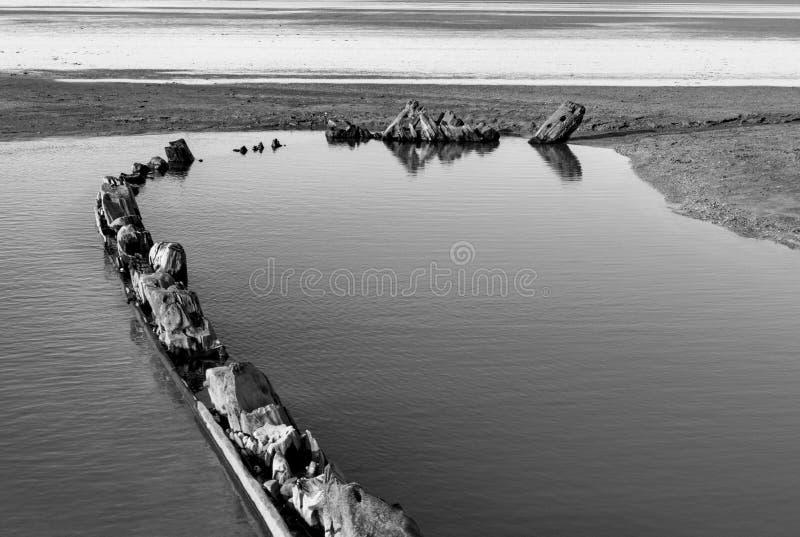 План плана тимберса гнить восемнадцатого c Pollaca Brigg Burried песком На запад Ho! , Девон, Англия стоковые фотографии rf