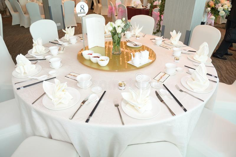 План сервировки стола для обедать на азиатском китайском ресторане стоковая фотография
